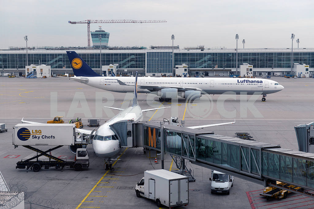MUNICH, GERMANY, SEPTEMBRE 2014: Lufthansa airbus airplane parke — Image 19466