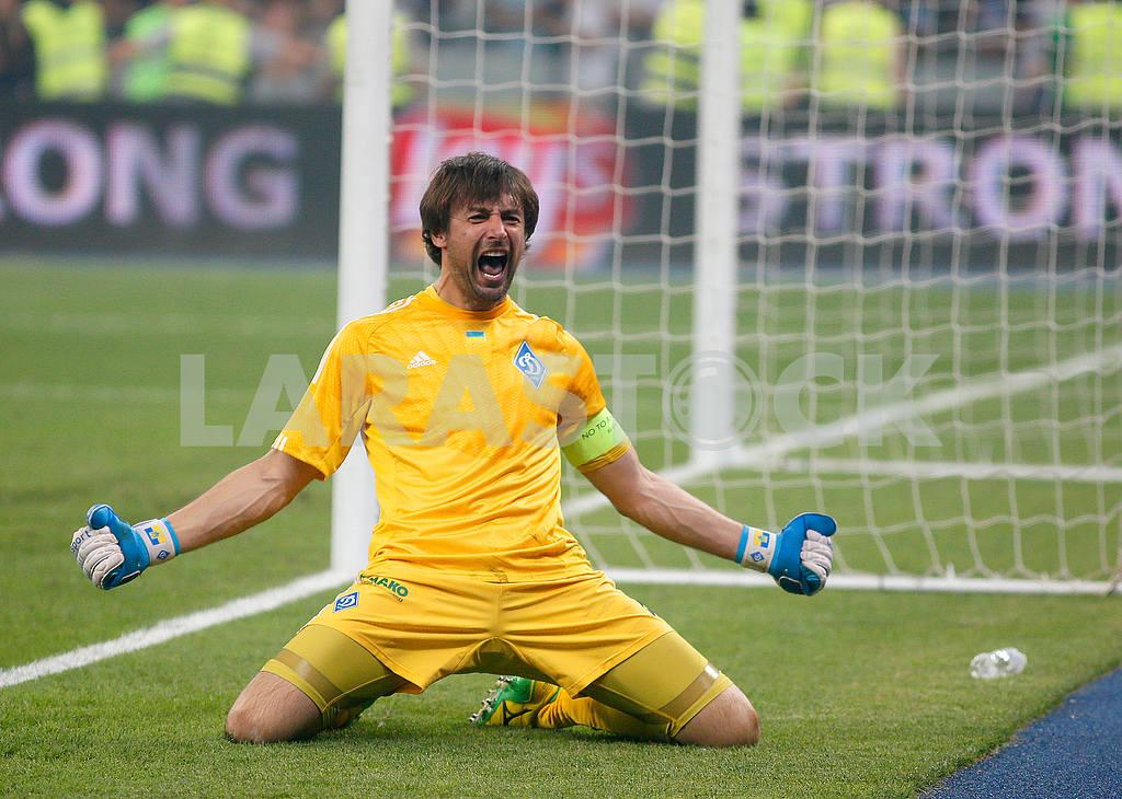 Goalkeeper of FC Dynamo Alexander Shovkovsky — Image 48096