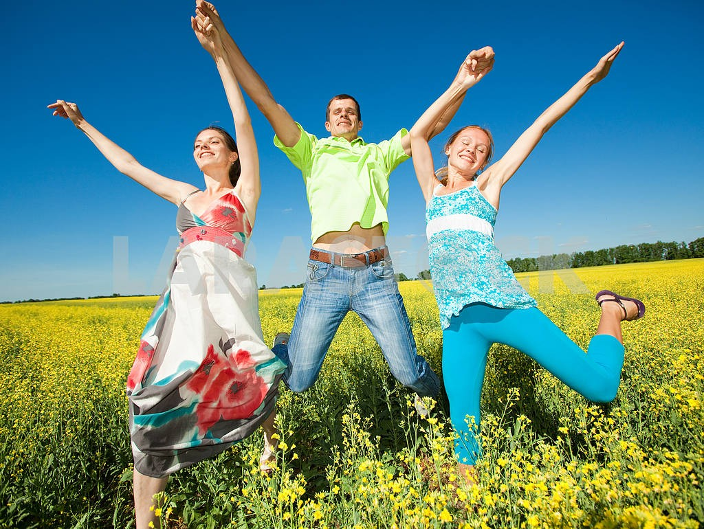 Happy people is jumping in field — Image 7037