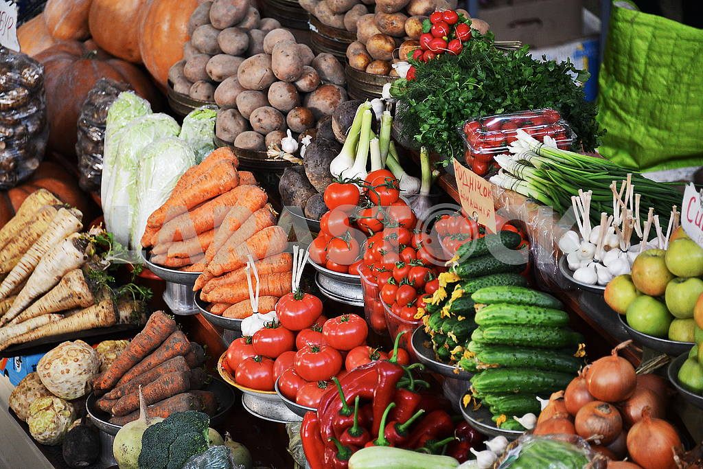Counter market with vegetables — Image 53047