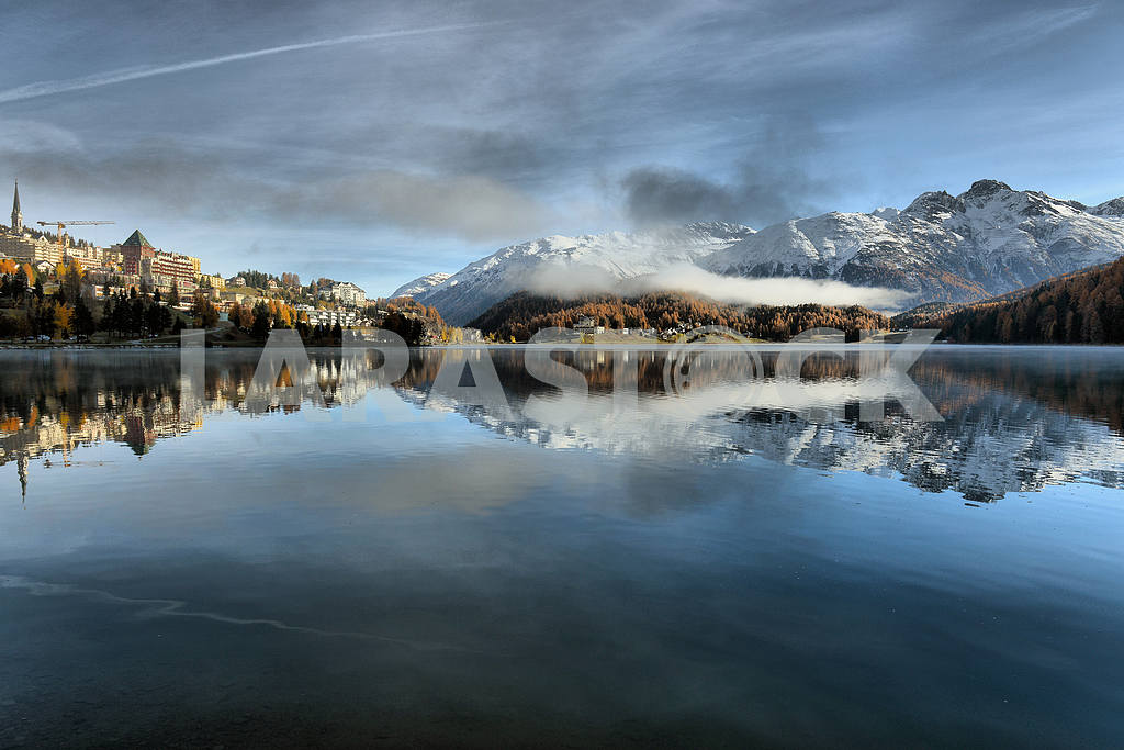 Lake St. Moritz with the first snow in the autumn — Image 21667
