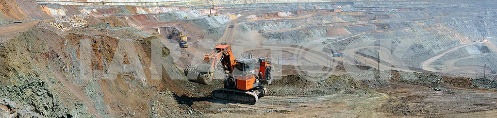 Panorama of the iron ore quarry with an excavator — Image 17597