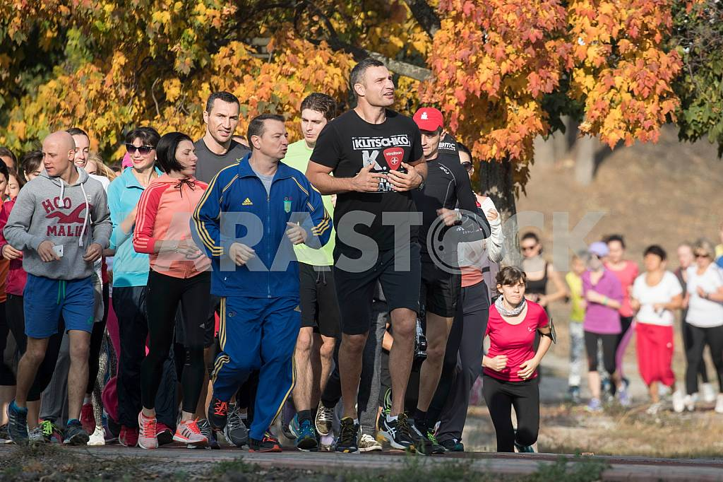 Vitali and Wladimir Klitschko at the opening of the treadmill — Image 38297