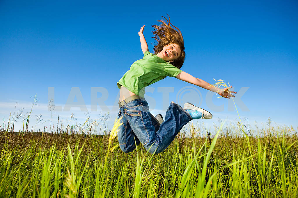 Happy young woman is jumping in a field — Image 5508
