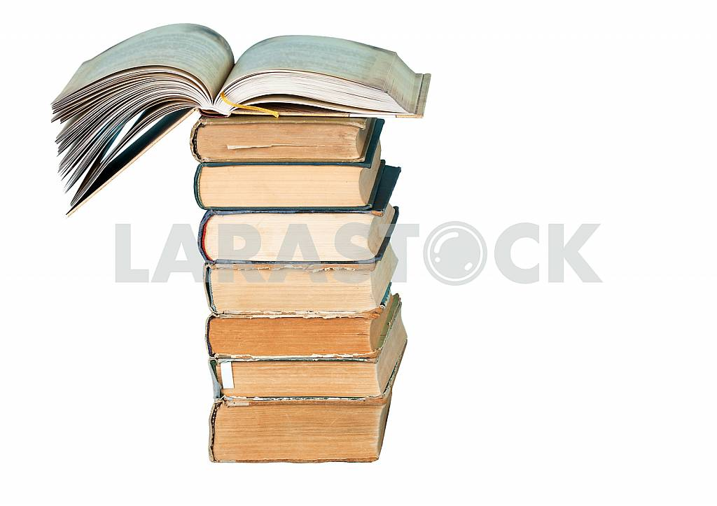 Old and used hardback books or text books on wooden table. Books and reading are essential for self improvement, gaining knowledge and success in our careers, business and personal lives. Copy space — Image 40808