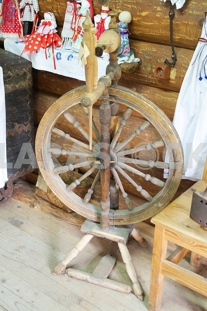 Old distaff. Spinning wheel. Device for making yarns. Vintage distaff — Image 83218