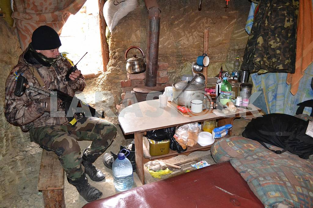Ukrainian soldier at the checkpoint — Image 33938