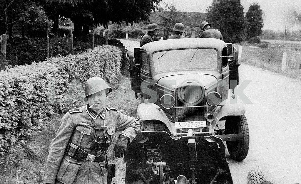 German soldiers with Ford Pickup truck — Image 22258