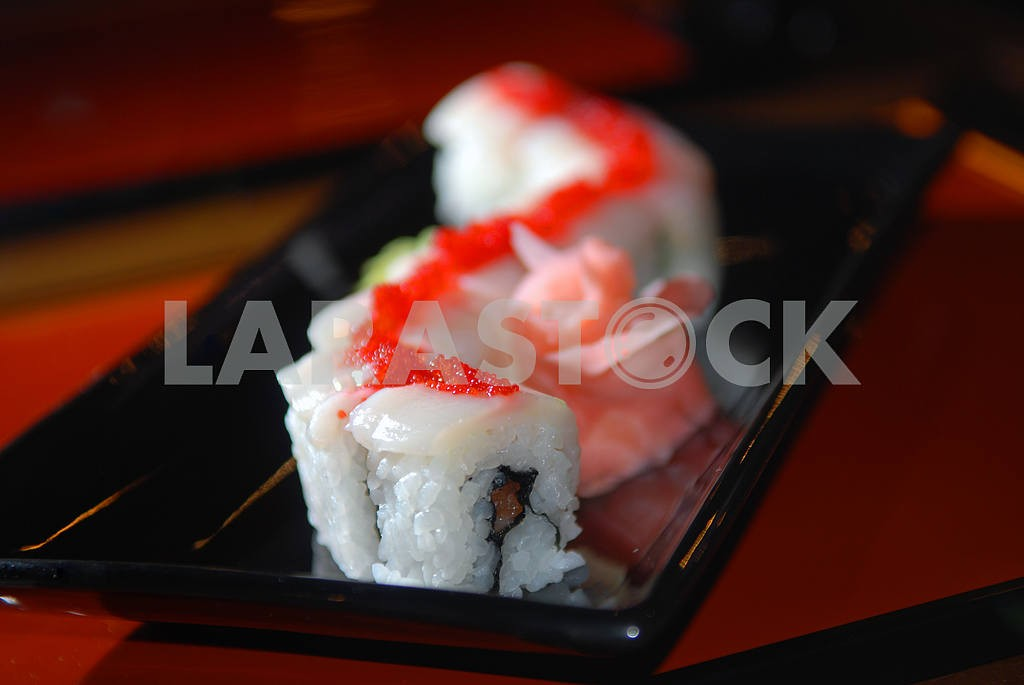 Sushi with fish and red caviar — Image 2998