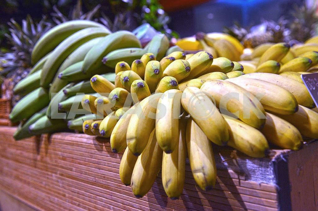 Bananas on display in a supermarket — Image 21709