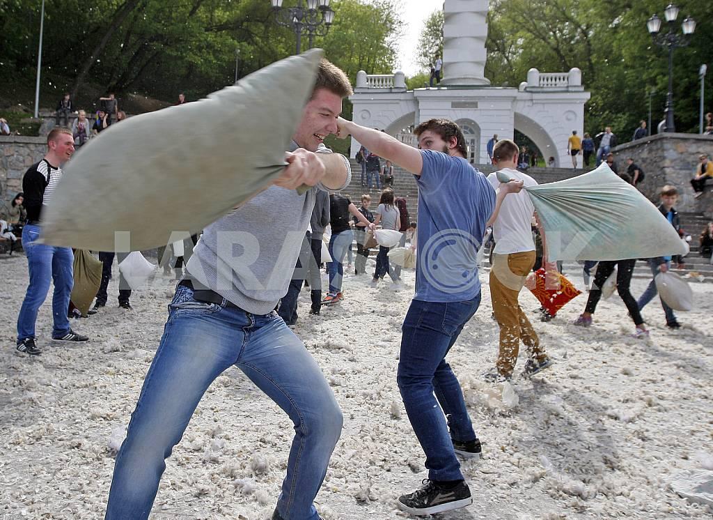 Бой подушками в Киеве — Изображение 29219