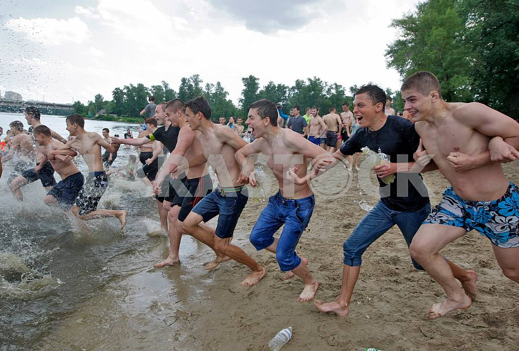 Water battle in Hydropark in Kiev — Image 31239