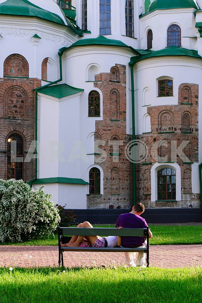 The guy and the girl have a rest from the ancient walls of St. Sophia Cathedral in Kiev in 2012 — Image 37859
