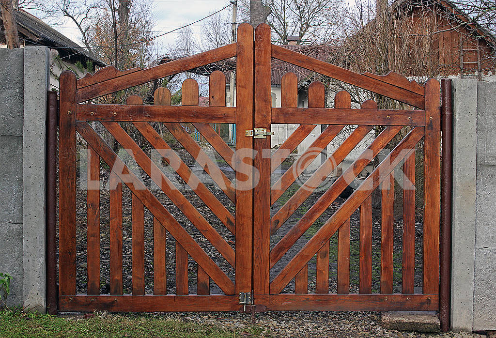 New wooden gates — Image 68369