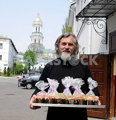 The priest holds the Easter cakes