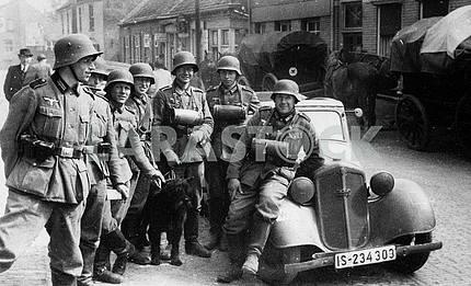 German patrol group with DKV F-7 car.