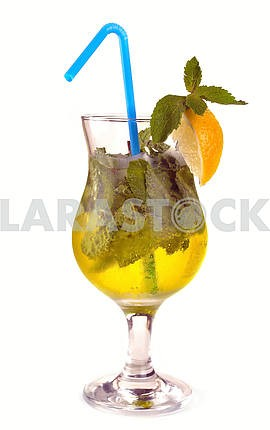 Mojito cocktail with lemon