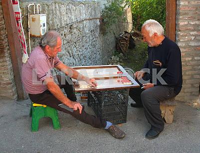 Men play backgammon
