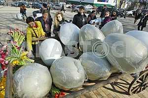Preparations for the festival of Easter eggs in Kiev.
