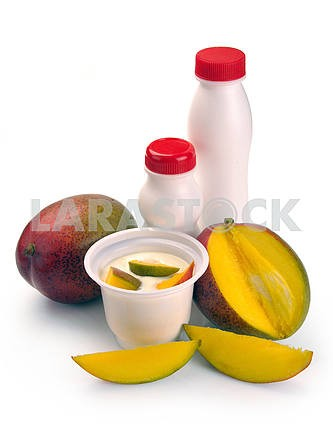 Yoghurt with mango and pieces