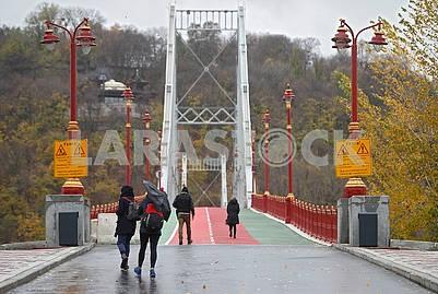 Entrance to the Footbridge