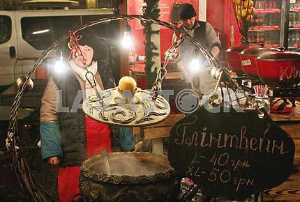 The seller of mulled wine in Mikhailovskaya Square