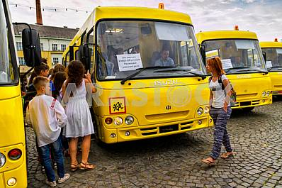 Educational institutions in four districts of Transcarpathian region received new school buses