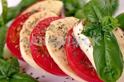 Mozzarella tomatoes basi