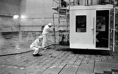 Replacement of TVELs in the reactor