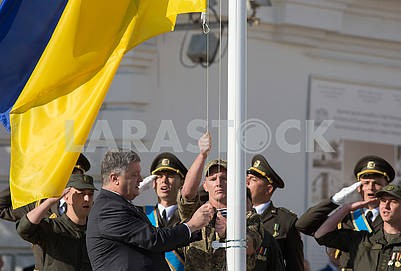 Petro Poroshenko raises the flag