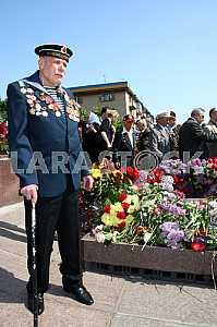 A veteran at the memorial