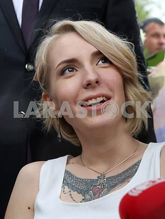 Medical volunteer Yana Zinkevich at her wedding