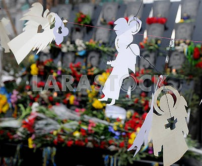 Flowers and lamps near the photos of Heroes of Heaven Hundreds