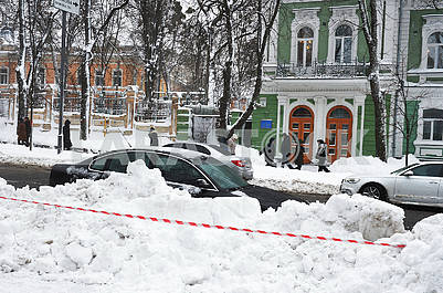 Snow in Kiev on the street. Grushevsky
