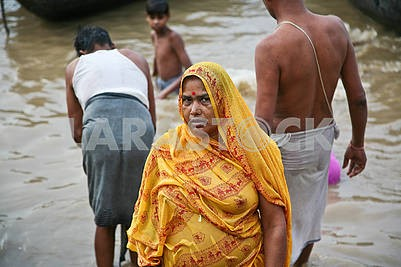 32The woman left the Ganges River.