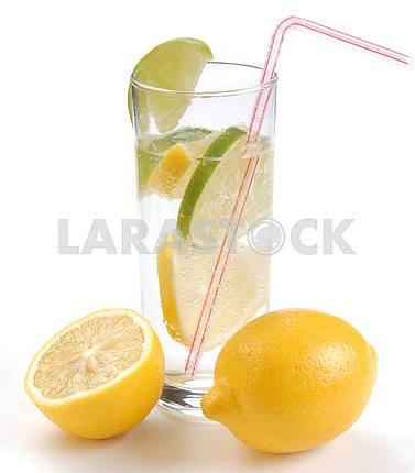 Lemon and lemonade in a glass