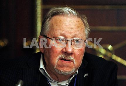 Vytautas Landsbergis,horizontal portrait