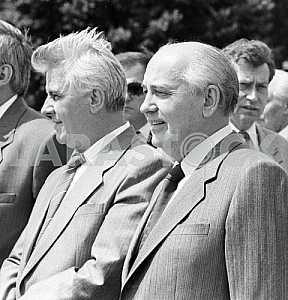 Leonid Kravchuk and Mikhail Gorbachev