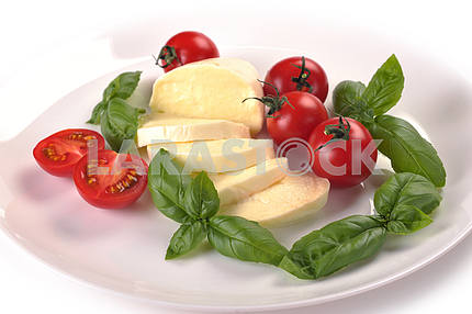 Mozzarella cherry tomatoes basil