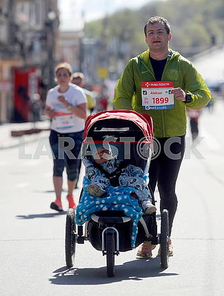 A man with a stroller in the half marathon