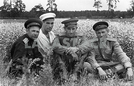 Soviet soldiers returned from war.