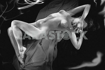 Studio photo of a naked girl with an exposure of 1 minute