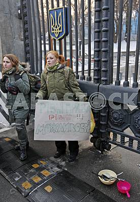 A rally in support of the rights of women to serve in the army.