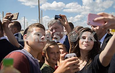 Residents Brody doing selfie with President Petro Poroshenko