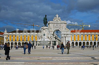 Equestrian statue of King Jose I on the background of the Triump Arch