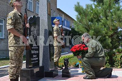 Petro Poroshenko lays flowers to the memorial to the hero pilots who died in ATO
