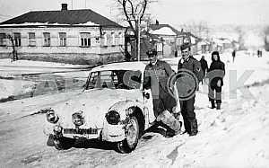 German soldiers near Tatra-87 car