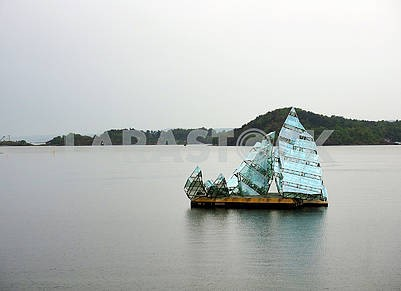 Installation in the form of a yacht
