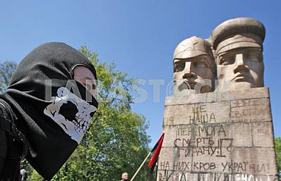 Nationalists tried to destroy a monument to Cheka in Kiev