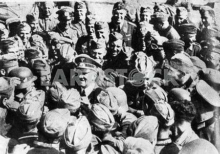 Adulf Hitler meeting german soldiers.
